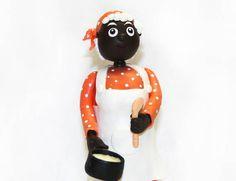 """Personagem Tia Nastácia da Turma do Sitio do Pica-Pau Amarelo.  Feito em Biscuit !  """"Tia Nastácia é uma cozinheira de mão cheia! """"  - Pode ser utilizado como Topo de Bolo ou Enfeite de Mesa !  Fazemos também outros personagens da Turma ! R$ 40,00"""