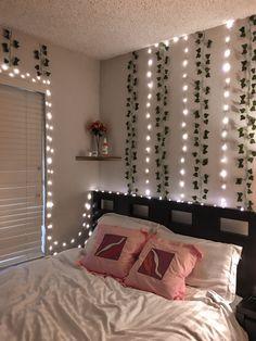 Indie Room Decor, Teen Room Decor, Aesthetic Room Decor, Cute Bedroom Decor, Room Design Bedroom, Room Ideas Bedroom, Girl Bedroom Designs, Bedroom Inspo, Neon Room