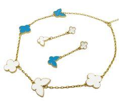 Set bijuterii model Louis Vuitton, cu charm-uri alb-albastre, ce se pot purta pe orice parte. www.bodyandbijoux.ro
