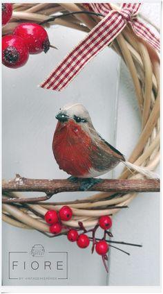 PETTIROSSO ajtódísz, koszorú, kopogtató  Robin door wreath #robin #christmas #wreath #handmade Door Wreaths, Robin, Christmas, Handmade, Xmas, Hand Made, Wreaths, Robins, Weihnachten