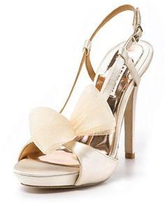 zapatos de novia   zapatos de novias ¿Vas a necesitar un fotógrafo? Te invitamos a mirar nuestras fotos en http://riomarfotografosdeboda.com