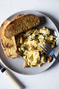 Flourishing Foodie: Smokey Chipotle Scrambled Eggs with Zucchini and Mozzarella