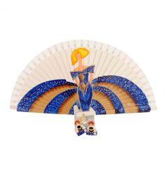 ABANICO BLANCO CON MENINA AZUL Y DORADA Fan Decoration, Textiles, Fountain Pen Ink, Textile Art, Hand Fans, Projects, Andalucia, Breeze, Beautiful