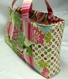 Beginner's Sassy Patchwork Tote Bag - PDF by Aggie Ray Designs + Basic Quilting and Patchwork Cutting Tips from Sew Easy #patchwork #sewing