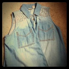 Edgy Studded Denim Top✨ Beautiful chambray denim top.  Silver studs on both shoulders (all securely in tact). Button down style with extra material to tie together for a tasteful crop top style. Mudd Tops Button Down Shirts