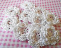 5 White Crochet Flowers - by GemmaJoy on Craftumi