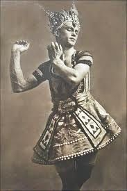 Legendary ballet dancer Vaslav Nijinsky in a costume from the Ballets Russes 'The Blue God' circa Designed by Leon Bakst. This costume is now held at the National Gallery of Australia, and still has traces of the blue body paint worn by Nijinsky inside. Vintage Dance, Vintage Ballet, Ballet Russo, Baile Jazz, Léon Bakst, La Bayadere, Anna Pavlova, Ballet Companies, Nureyev