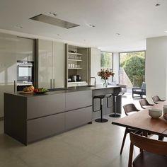 Cucina moderna ad isola con anta in vetro #arredissima ...