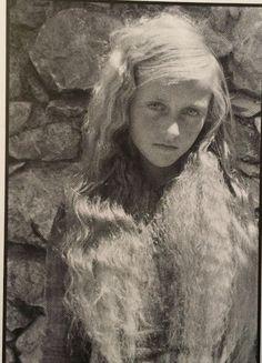 Η ξανθιά νεράιδα στο Ψυχρό,Λασιθίου Κρήτης,που μαγνήτισε το 1942 τον Ιταλό ανθρωπολόγο Lidio Cipriani.