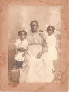 Grandmother and granddaughters  |   (The Cabinet card gallery.)
