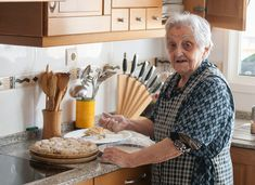 The Benefits of Cooking with Alzheimer's: A Caregiver's Guide