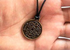 Previsões da Avó Tara O Ritual, Pendant Necklace, Jewelry, Jewlery, Bijoux, Jewerly, Jewelery, Drop Necklace, Jewels