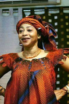 Malian Fashion bazin wax #bazin #Malifashion #wax #malianwomenarebeautiful Latest African Fashion Dresses, African Dresses For Women, African Print Dresses, African Print Fashion, African Attire, African Wear, African Women, Kitenge, Kente Dress