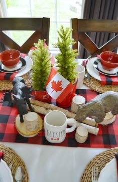 July is Canada Day and I'm feeling very blessed to be able to call this wonderful country home. Party Table Decorations, Patriotic Decorations, Food Themes, Party Themes, Party Ideas, Canadian Party, Canada Day Crafts, Canada Day Party, Canadian Things