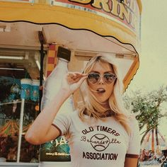 Monday's got us like  : @frorojas #UOonyou #graphictee #sunnies #miami #uomiami…