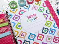 Clean Life and Home: The Mom Planner: Printable Home Management Binder! Mom Planner, Happy Planner, College Planner, Planner Tips, Project Planner, College Tips, Weekly Planner, Printable Planner Pages, Printables