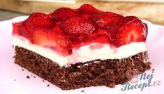 Tvarohové řezy s jahodami   NejRecept.cz Mini Desserts, Blueberry Desserts, Strawberry Desserts, Lemon Desserts, Easy Desserts, Dessert Simple, Easy Cake Recipes, Snack Recipes, Cupcakes Amor