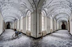 Mosteiro tornou-se ruínas (Bélgica)