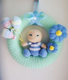 "garland ""MyBaby"" line available ver Corona Cute Crochet, Crochet Crafts, Crochet Dolls, Crochet Baby, Crochet Projects, Knit Crochet, Baby Kranz, Baby Patterns, Crochet Patterns"