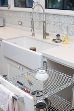 Secret dish drying rack (posted by Agardener on Houzz-such a great idea I had to save it to my dream kitchen board)