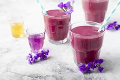 Antioxidants is a big buzzword in health and nutrition circles these days. Make sure you get yours in with this tasty recipe featuring pomegranate juice. Kale Smoothie Recipes, Smoothies, Bananas, Granola, Nutribullet 600, Acai Berry Powder, Blackberry, Berries, Healthy Eating