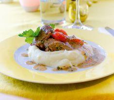 Ragout wird nur durch langes, sanftes Schmoren schön zart. Und die aufgebrachte Geduld wird mit viel Genuss belohnt. Mashed Potatoes, Food And Drink, Beef, Treats, Cooking, Ethnic Recipes, Rind, German, Cooking Recipes