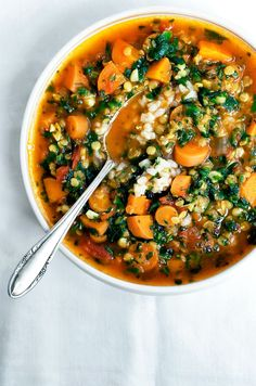 31 Delish Vegan Clean Eating Recipes for Weight Loss [Winter dinners] Vegan Carrot, Lentil, and Spinach Soup // Carrots in soups are underutilized ingredients. That's a shame because they are a wonderfully healthy and tasty addition to any warming recipe. Vegan Dinner Recipes, Healthy Soup Recipes, Vegan Dinners, Vegetarian Recipes, Cooking Recipes, Healthy Fall Soups, Red Lentil Recipes, Cooking Kale, Vegetarian Lunch