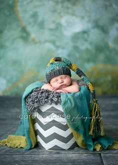 gray, lime, and turquoise...use wraps and puffy crochet to layer in bucket.