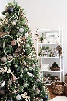 High Fashion Holiday at Alice Lane Home Rose Gold Christmas Decorations, Silver Christmas Tree, Colorful Christmas Tree, Christmas Room, Christmas Tree Themes, Christmas Tree Design, Beautiful Christmas Trees, Holiday Decor, Christmas Wedding