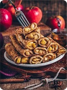 French toast roll-ups with apple and cinnamon filling (vegan, French Toast Roll Ups, French Toast Muffins, Nutella French Toast, Vegan French Toast, Pumpkin French Toast, Cinnamon French Toast, French Toast Bake, Apple Cinnamon, Strawberry Cream Cheese Filling