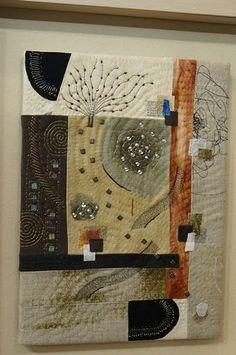 18 Beautiful Decorating Modern Quilts – My Life Spot Fiber Art Quilts, Textile Fiber Art, Small Quilts, Mini Quilts, Quilting Projects, Quilting Designs, Quilt Modernen, Japanese Quilts, Landscape Quilts
