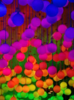 glowsticks and balloons.hmmm, might do this with some orange, purple and green balloons for my windows this Halloween