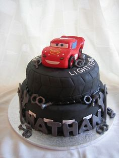 Tire cake, never thought about it. Disney Cars Party, Disney Cars Birthday, Cars Birthday Parties, Lightning Mcqueen Birthday Cake, Lightning Mcqueen Cake, Fancy Cakes, Cute Cakes, Tire Cake, 1st Birthday Cakes