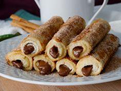 Rollitos Rellenos de Chocolate - Cocina a Buenas Horas Sausage, Meat, Food, Chocolate Candies, Wraps, Sweet And Saltines, Cooking, Deserts, Eten