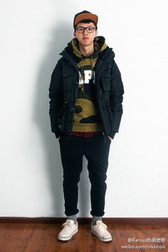 上衣外套:Neighborhood x izzue Down Jacket 帽衫:Bape Camo Hoodie 裤:izzue