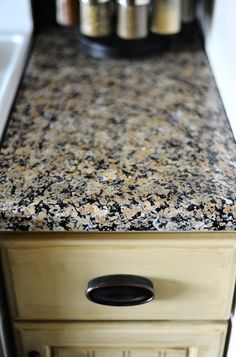 Spruce up your kitchen with these DIY granite counter tops. Faux Granite, Granite Paint, Painting Countertops, Granite Countertops, Giani Granite, Countertop Kit, Kitchen Counters, Kitchen Cabinets, Kitchen Redo