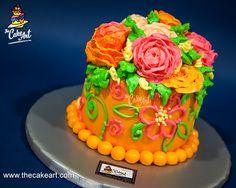 ¿A quién le regalarías este #pastel? <3 ¿Esposa, madre/suegra, hija, compañera o jefa de trabajo, maestra, o todas las anteriores?  Ordena HOY mismo esta delicia cubierta en #fondant y delicadamente decorada con bellísimas rosas de #buttercream.  www.thecakeart.com | Teléfonos 2263-CAKE (2253) y 3177-6929 | coti@thecakeart.com