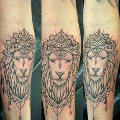 Fresh WTFDotworkTattoo Find Fresh from the Web Lovely lion realness from Lesa… Lion And Lioness Tattoo, Lion Tattoo, Tattoo Ink, Mandela Flower Tattoo, New Tattoos, Cool Tattoos, Shoulder Cap Tattoo, Mama Tattoo, Paar Tattoos