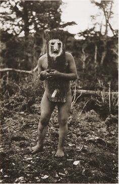 The Lost Tribes Of Tierra Del Fuego: Rare And Haunting Photos Of Selk'nam People Posing With Their Traditional Body-Painting. One of the last such ceremonies was performed in 1920 and recorded by the missionary, Martin Gusinde. Diy Halloween Decorations, Halloween Diy, Urbane Kunst, Haunting Photos, People Poses, Tribal Art, People Around The World, Body Painting, Vintage Photos