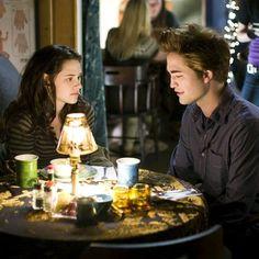 Bella and Edward - Twilight Die Twilight Saga, Twilight Edward, Twilight Cast, Twilight Series, Twilight Movie, Edward Bella, Twilight 2008, Kristen Stewart, Bella Swan