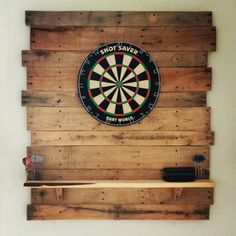 Diy pallet dartboard.