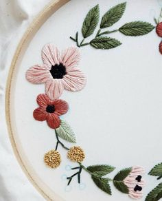 Floral Wreath Embroidery Hoop Art, Hand Embroidered Home Decor, Nature Embroidery, Botanical Art, Handmade Art Diy Embroidery Thread, Hand Embroidery Stitches, Floral Embroidery, Embroidery Patterns, Stitch Patterns, Handmade Art, Couture, Etsy, Winter Wreaths