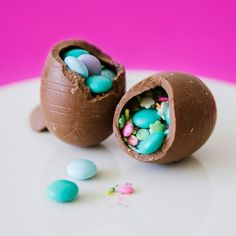 Chocolate surprise eggs made using hollow chocolate eggs--such a clever way to do this, wish I had seen this idea sooner. Edible Easter Grass, Easter Food, Easter Ideas, Easter Desserts, Easter Candy, Hoppy Easter, Easter Recipes, Easter Crafts, Easter Eggs