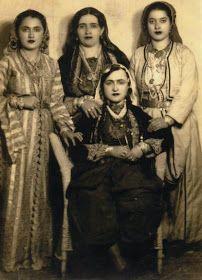 Παλιές φωτογραφίες Ποντίων γυναικών από τη Σαμψούντα. http://ellinwnparadosi.blogspot.gr/2011/09/blog-post_3310.html?m=1