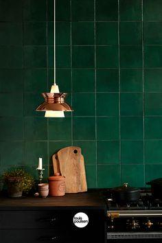 Louis Poulsen Doo-Wop pendant, copper The Doo-Wop pendant in copper is Louis Poulsen's reissue of a midcentury classic that was designe Copper Kitchen Decor, Green Kitchen, Kitchen Tiles, Kitchen Countertops, Kitchen Interior, Küchen Design, Tile Design, Lamp Design, Interior Design