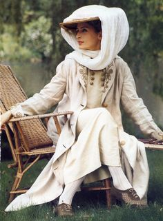 So elegant, so 'Out of Africa'; early motor wear, but she probably would have worn boots
