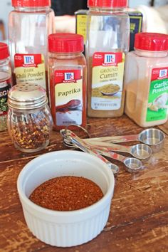 """Homemade taco seasoning has no preservatives or additives. Instead of buying the """"convenient"""" taco seasoning packets, try making your own. Taco Seasoning Packet, Chili Seasoning, Seasoning Mixes, Homemade Chili, Homemade Taco Seasoning, Homemade Tacos, Happy Taco, Spicy Dishes, Heart Healthy Recipes"""