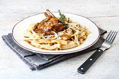 Kατσικάκι Μπρούσκο με σκιουφιχτά μακαρούνια και χαλούμι   Συνταγή   Argiro.gr Food Categories, Waffles, Spaghetti, Cooking Recipes, Meat, Chicken, Breakfast, Ethnic Recipes, Drink