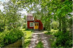 e are searching for the perfect house for us in the country side and has done so for about years and it's making me crazy that we Red Cottage, Cozy Cottage, Small Buildings, Beautiful Buildings, Sweden House, Red Houses, Porch And Balcony, Small Cottages, Forest House