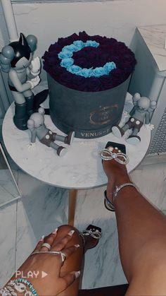 Birthday Goals, 23rd Birthday, Diy Birthday, Birthday Cake, Bougie Black Girl, Birthday Girl Pictures, Luxury Lifestyle Women, Luxury Flowers, Rich Girl